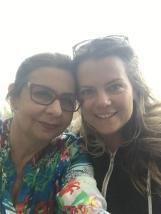 Minha mãe e minha grande amiga Ruth, que acabou ficando na sala de parto